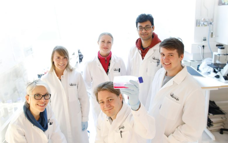 Tutkimusryhmä laboratoriossa