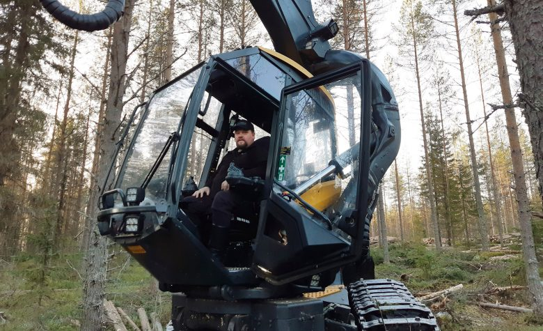 Juha Partanen moton ohjaamossa