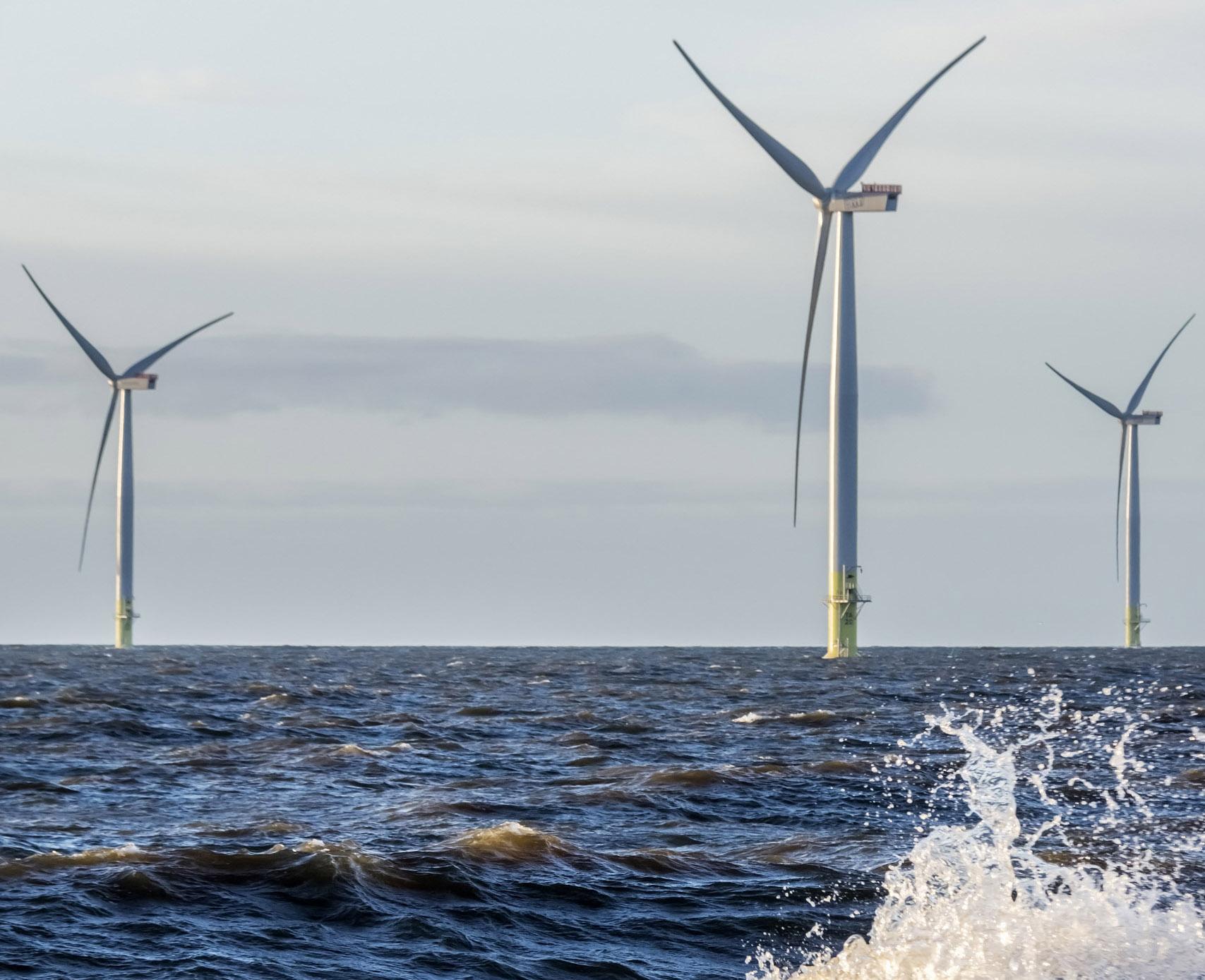 Tuulivoimaloita merellä