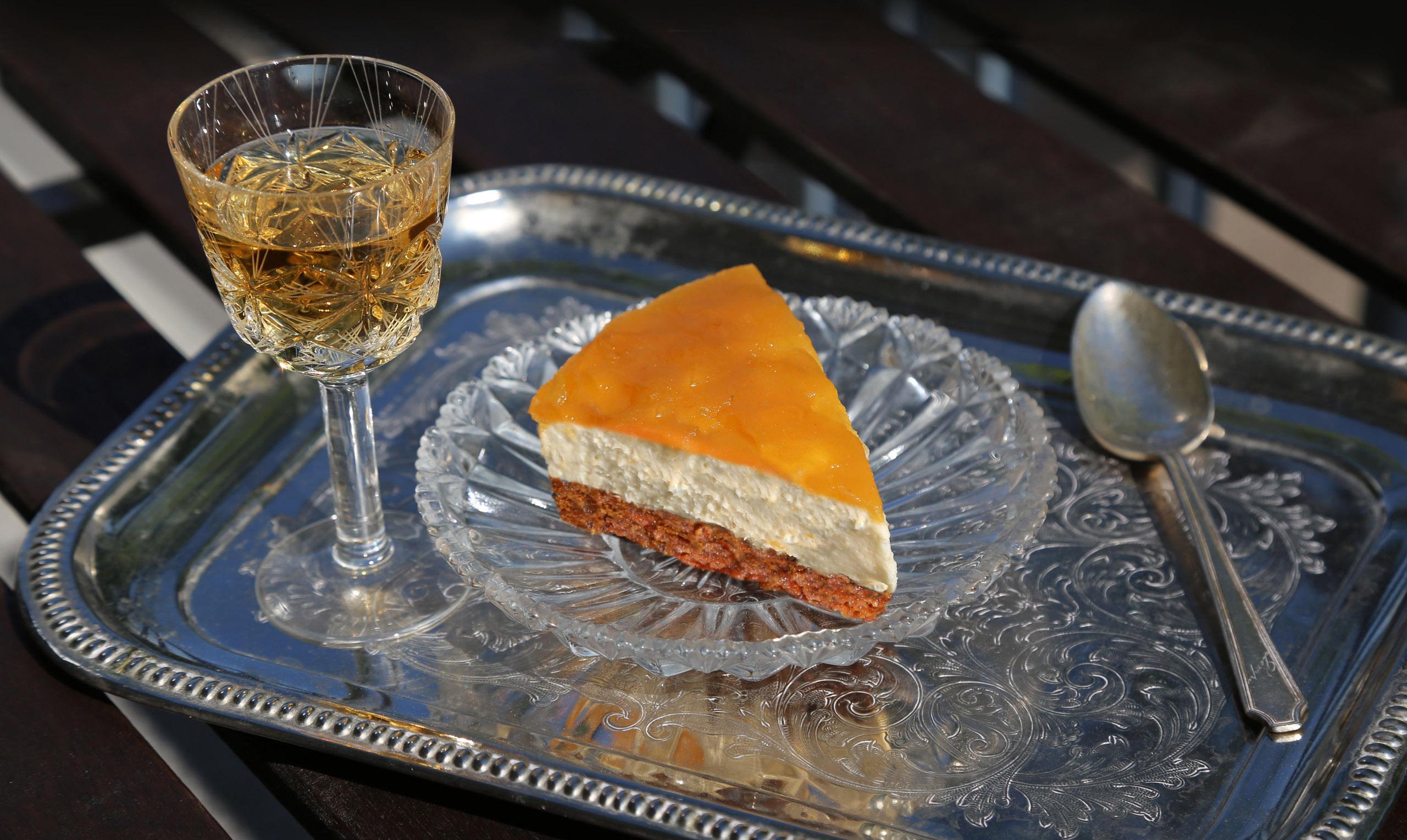 Kakkupala ja lasi viiniä